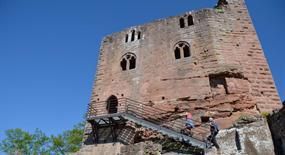 Château du Nouveau Windstein, Alsace, ruines datant du XIVème siècle