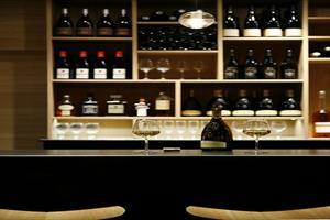 image - Black & Wine