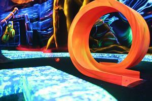 image - Goolfy - Mini-golf intérieur fluorescent
