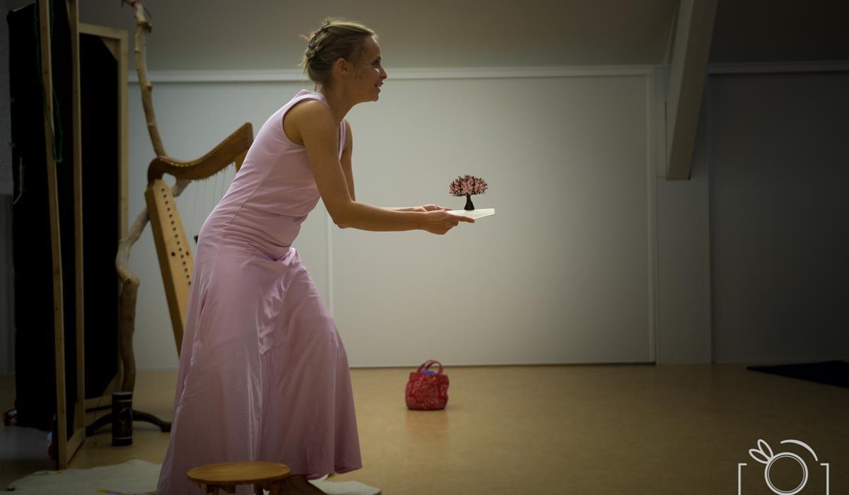 D'Zit tanzt
