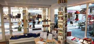 Boutique de l'office de tourisme : produits du terroir, livres, cartes postales, souvenirs à Guebwiller